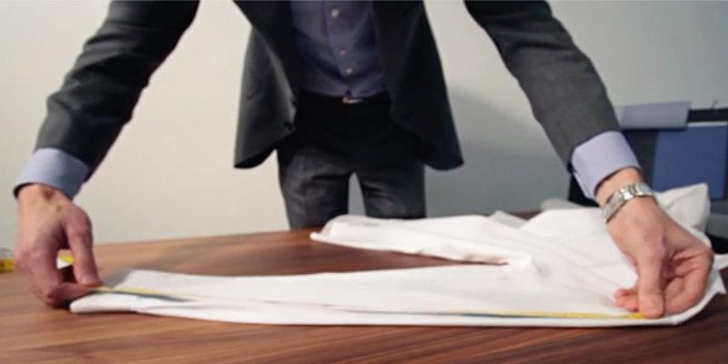 mesure d'une chemise sur table