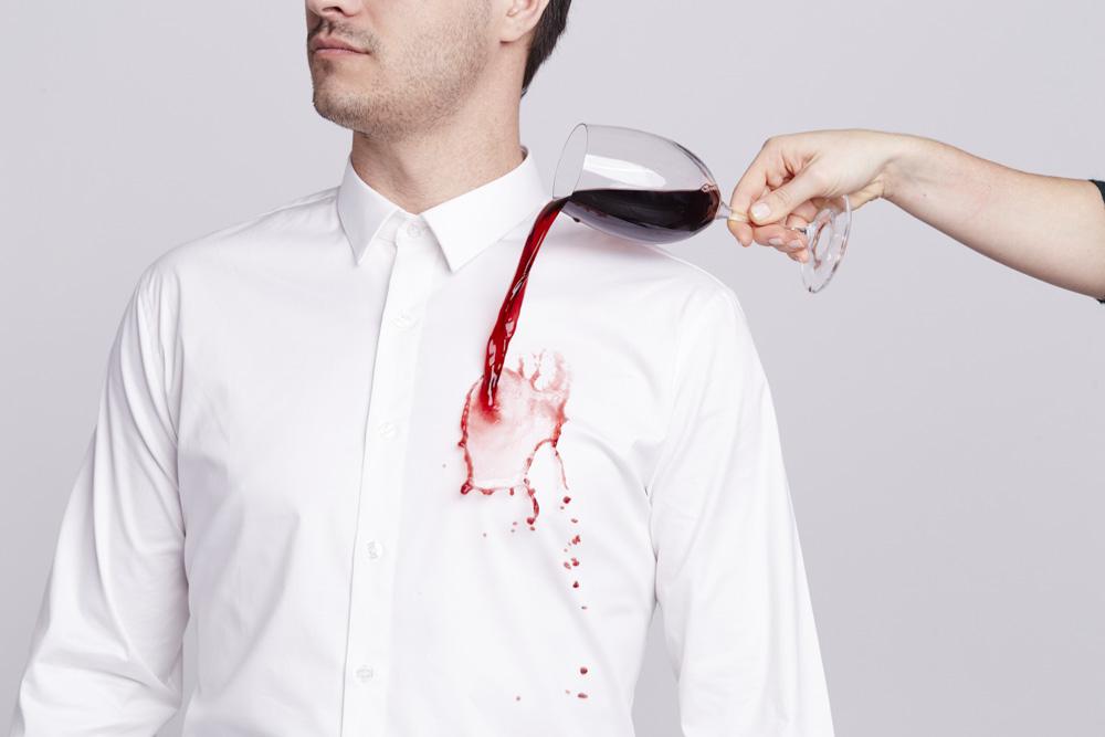 tache chemise comment enlever les taches sur votre chemise. Black Bedroom Furniture Sets. Home Design Ideas