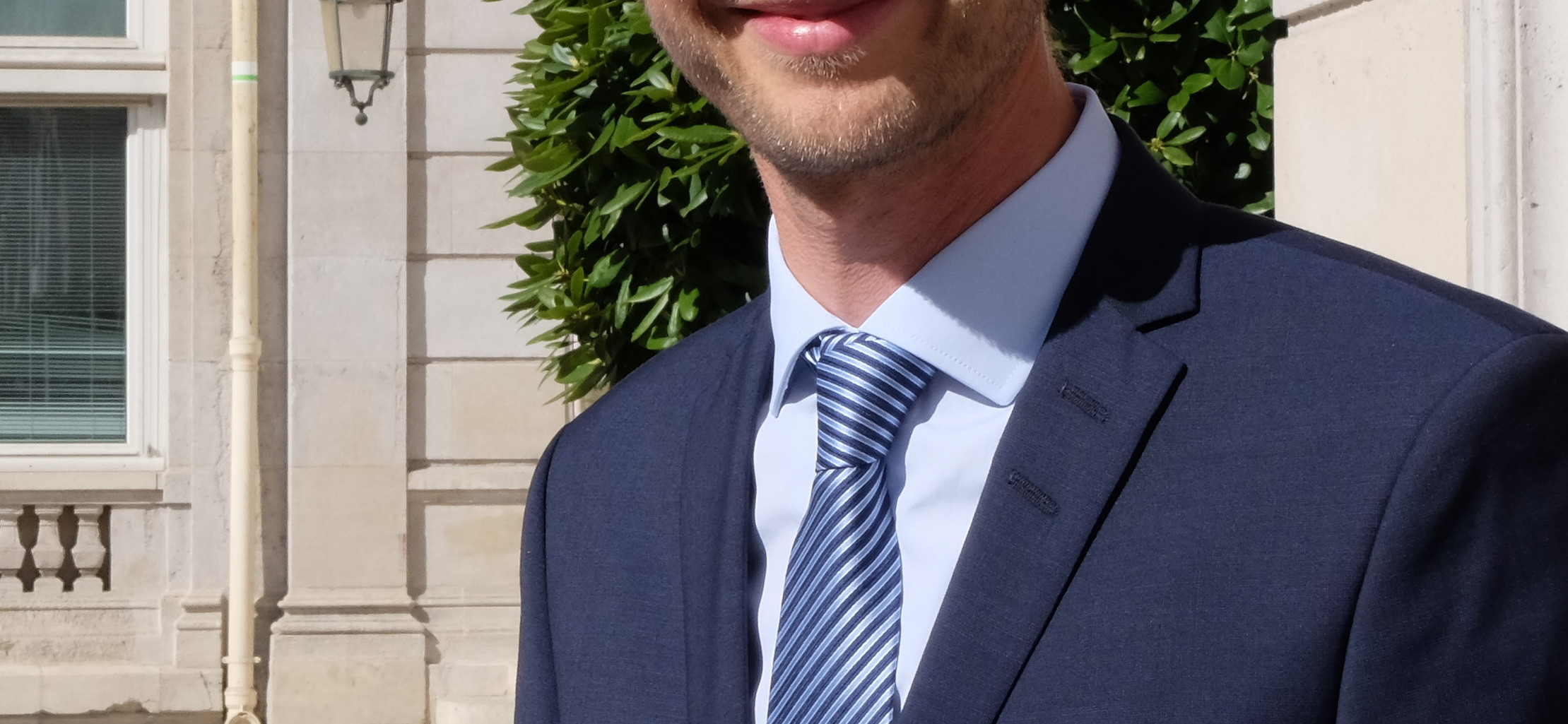 Chemise cravate club costume bleu marine
