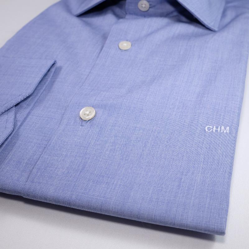 chemise homme sur mesure initiales 4eme bouton