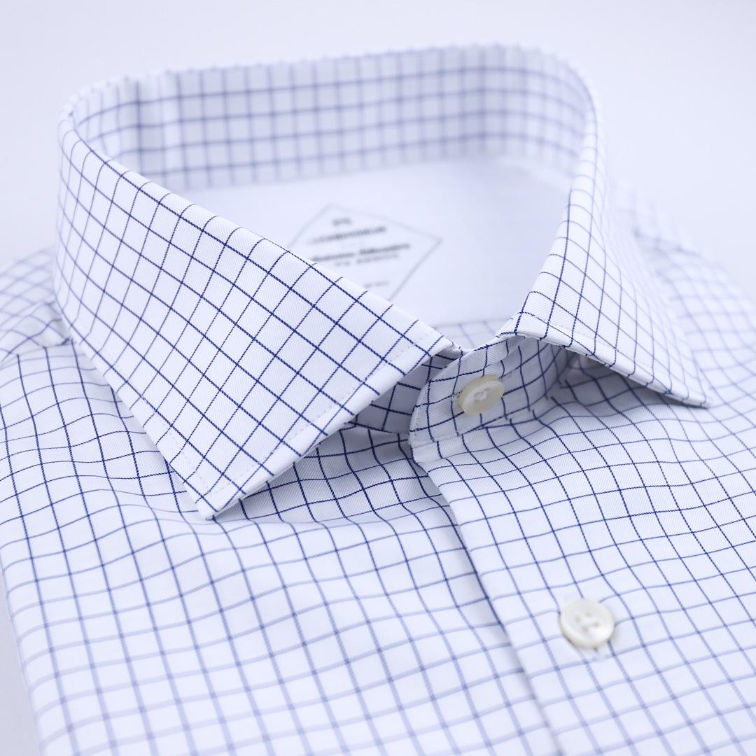 chemise à carreaux bleu et blanc